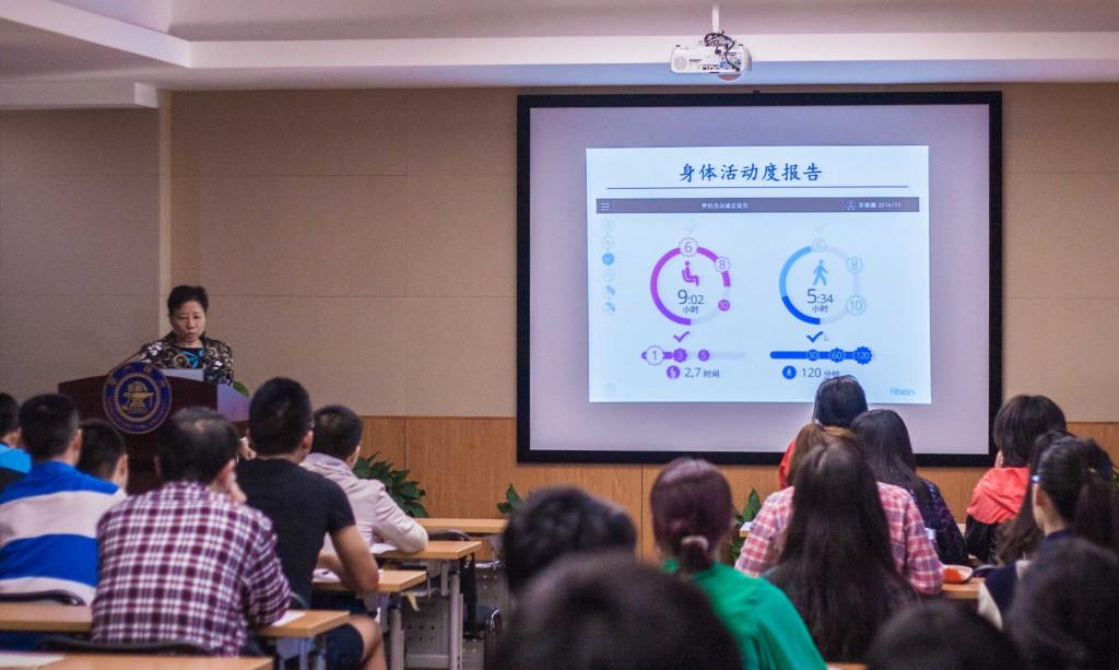 Professor Sulin Cheng lecturing in Shanghai Jiao Tong University.